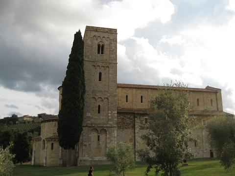 シエナから少し離れた小さな街 ~Abbazia di Sant'Antimo~